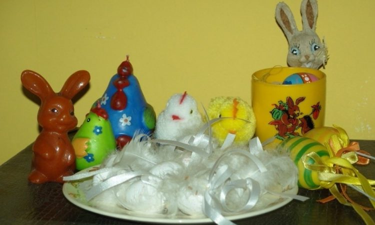 Collection of Easter decorations